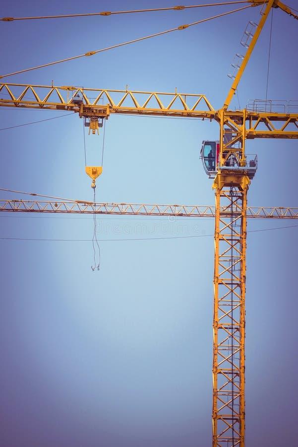Fundo da indústria da construção civil do guindaste fotos de stock royalty free