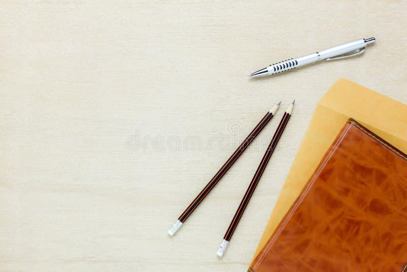Fundo da mesa de escritório para negócios A letra a da pena do lápis foto de stock royalty free