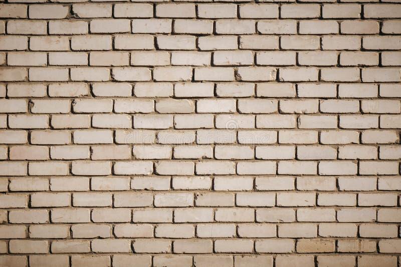 Fundo da parede de tijolo suja do vintage velho com emplastro da casca, textura foto de stock royalty free