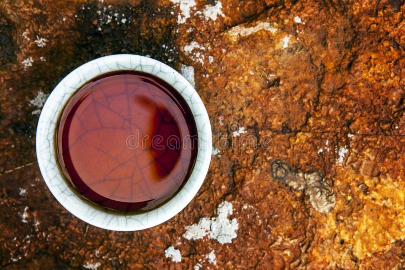 Fundo da pedra do copo de chá preto ninguém imagem de stock royalty free