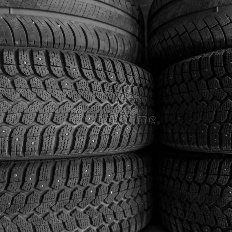 Fundo da pilha do pneu imagens de stock