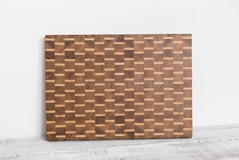 Fundo da placa de corte da cozinha feita da parte m?ltipla de bambu imagens de stock royalty free