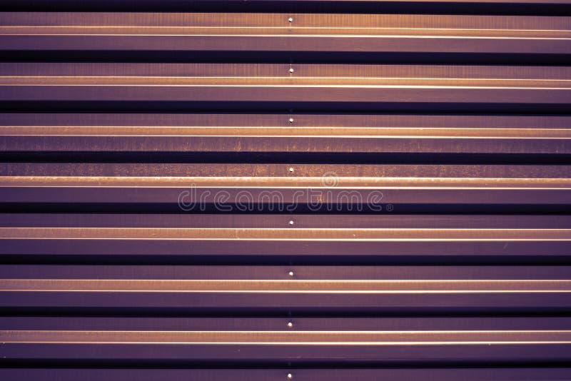 Fundo da porta da garagem do metal fotografia de stock