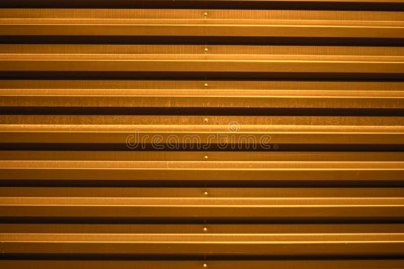 Fundo da porta da garagem do metal imagem de stock