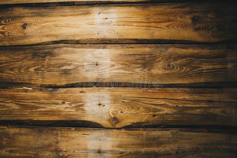 Fundo da sala rural vazia envelhecida escura das pranchas de madeira naturais velhas marrons com superfície da opinião do ouro do foto de stock royalty free