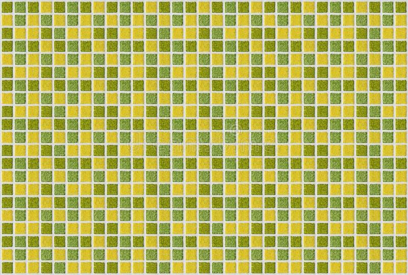Fundo da textura do amarelo do verde do quadrado do mosaico da telha fotos de stock royalty free