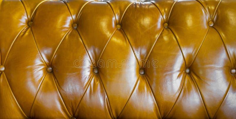 Fundo da textura do sof? do couro de Brown fotografia de stock royalty free