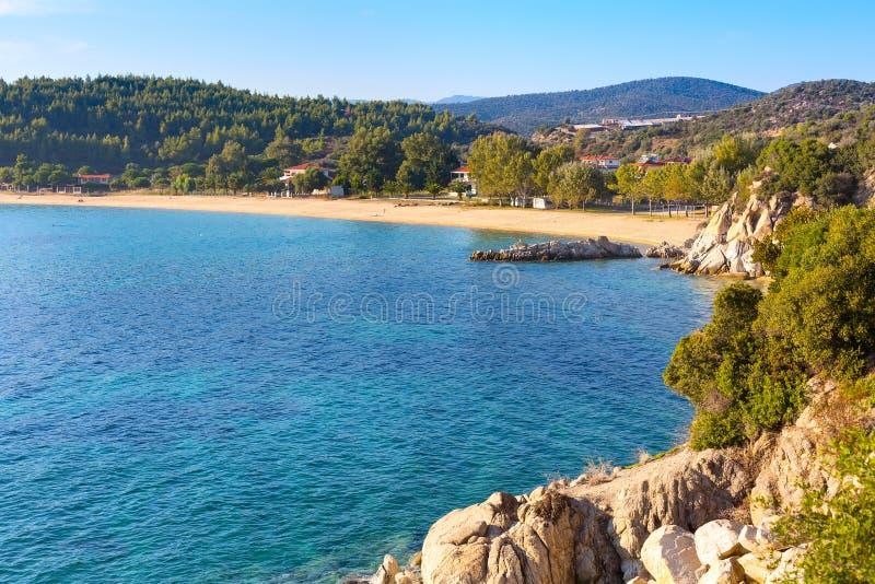 Fundo das férias com opinião aérea da água do mar e do Sandy Beach imagens de stock