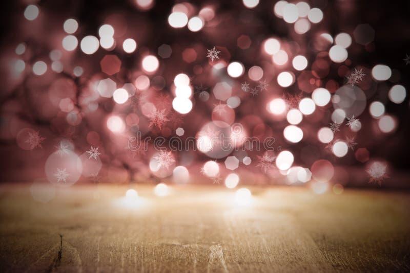Fundo das luzes de Natal, partido ou textura cor-de-rosa da celebração com madeira fotos de stock royalty free