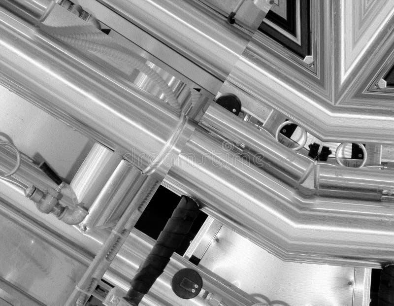 Fundo de alumínio preto e branco Tubulações do metal e componentes tecnologicos abstratos Conceito industrial ilustração royalty free