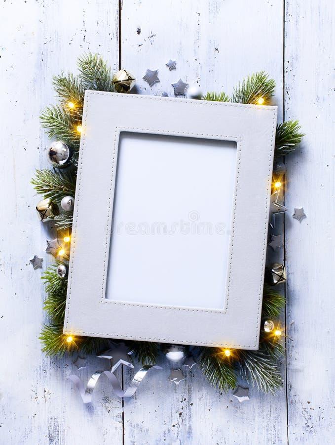 Fundo de Art Christmas com ramos e quadro do abeto imagem de stock royalty free