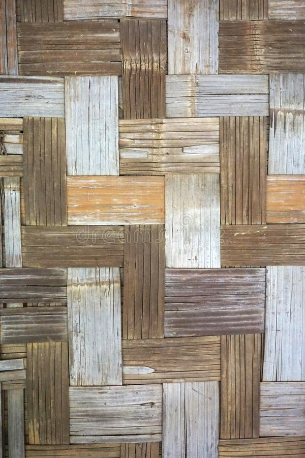 Fundo de bambu Handwoven do vertical do close up da esteira foto de stock royalty free