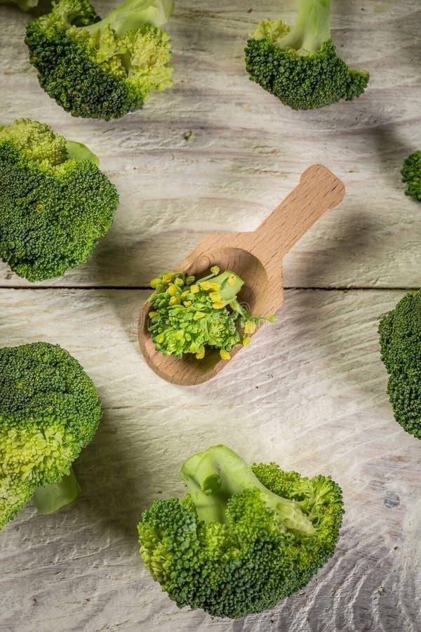 Fundo de brócolis Florestas de brócolis verdes saudáveis prontas para cozinhar fotos de stock royalty free