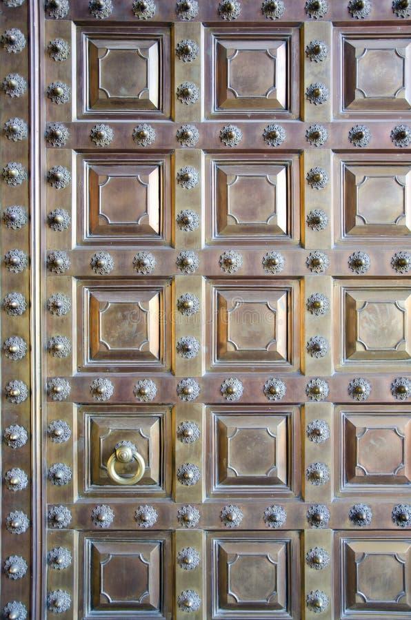 Fundo de bronze original da porta, India fotos de stock