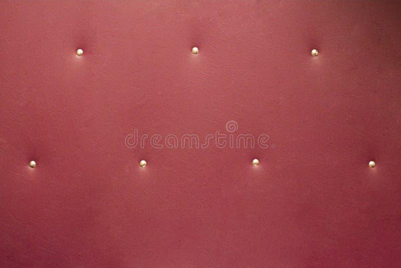 Fundo de couro natural de Borgonha com vintage da textura dos botões fotografia de stock royalty free