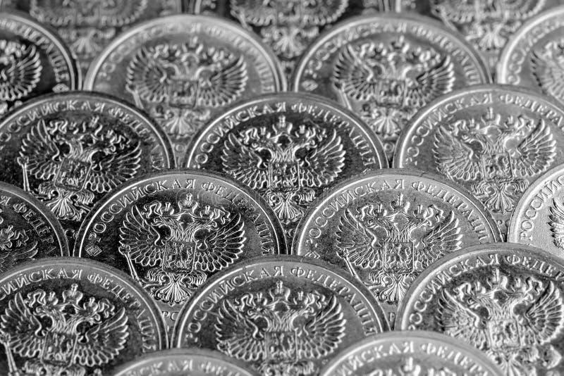 Fundo de dez moedas do rublo Feche acima da vista fotografia de stock royalty free