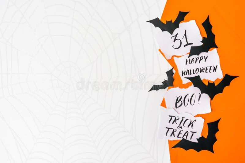 Fundo de Dia das Bruxas, modelo Cartão com texto DIA DAS BRUXAS FELIZ, BO imagens de stock