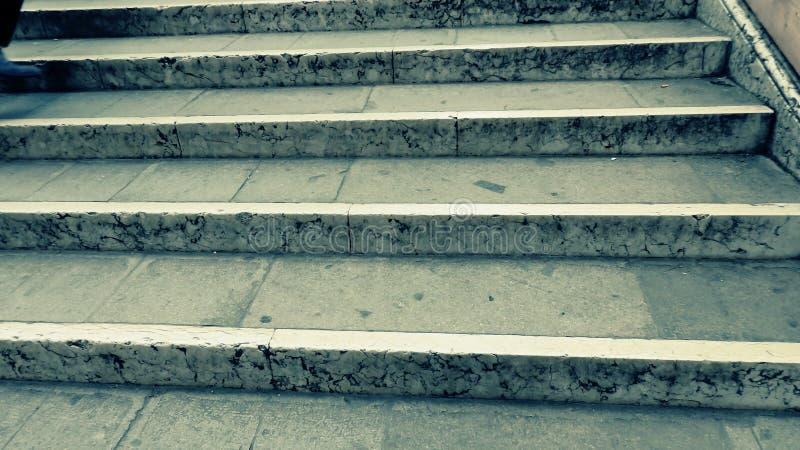Fundo de escadas velhas do concreto do vintage imagem de stock