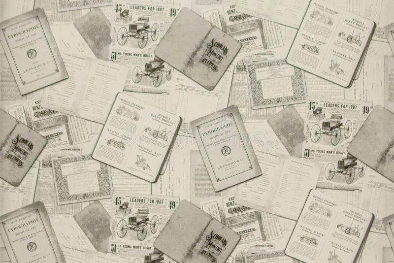Fundo de jornais velhos Textura do fundo, vista superior imagem de stock royalty free
