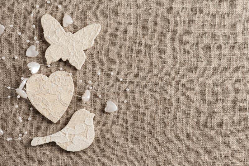 Fundo de linho com borboleta branca foto de stock