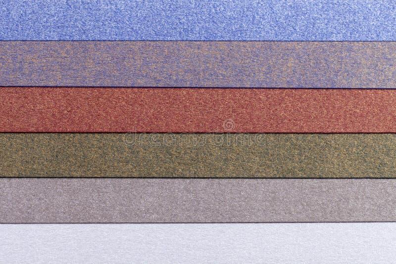 Fundo de listras brilhantes horizontais da paralela colorida do papel imagens de stock royalty free