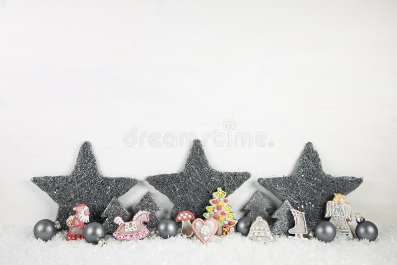 Fundo de madeira chique gasto do Natal em branco e em cinzento imagens de stock royalty free