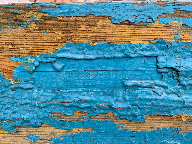 Fundo de madeira com pintura azul velha Pintura multi-mergulhada rachada fotos de stock