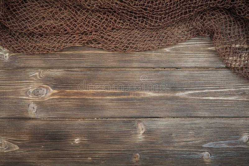 Fundo de madeira com rede de pesca velha fotos de stock royalty free