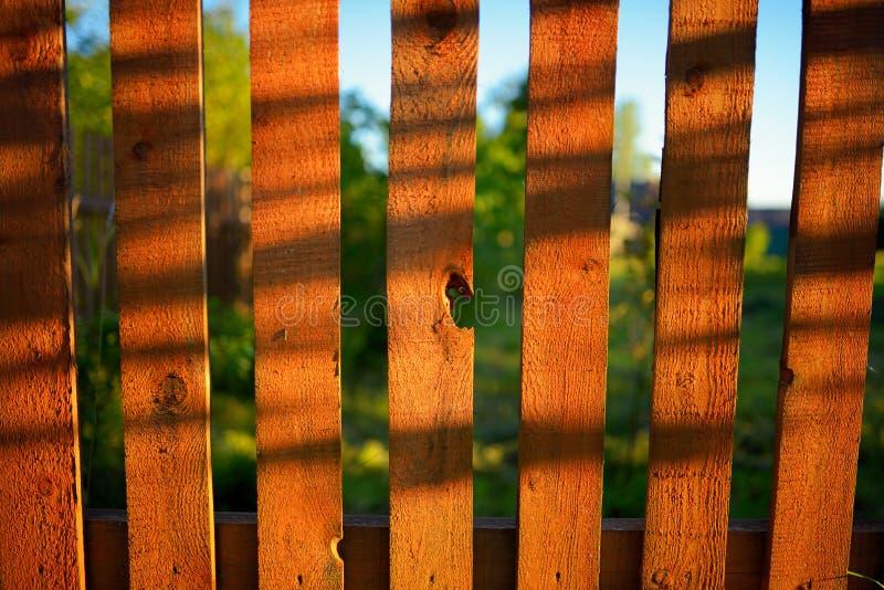 Fundo de madeira da cerca do vintage do estilo do condado imagem de stock