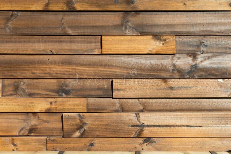 Fundo de madeira da textura do marrom da prancha a parede de madeira toda a mobília de rachamento da antiguidade pintada resistiu imagens de stock royalty free