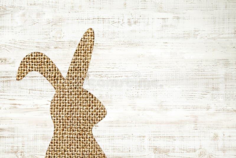 Fundo de madeira do cartão feliz de easter com o coelho para o deco foto de stock royalty free