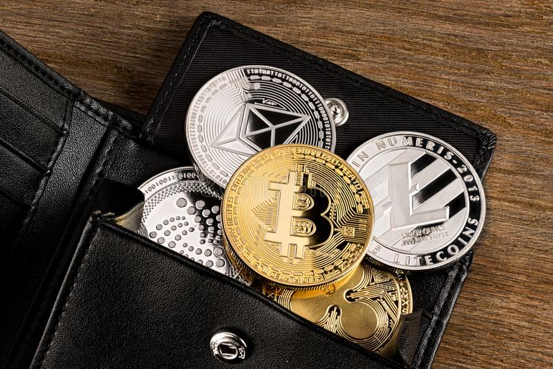 Fundo de madeira do conceito cripto da carteira da moeda foto de stock royalty free