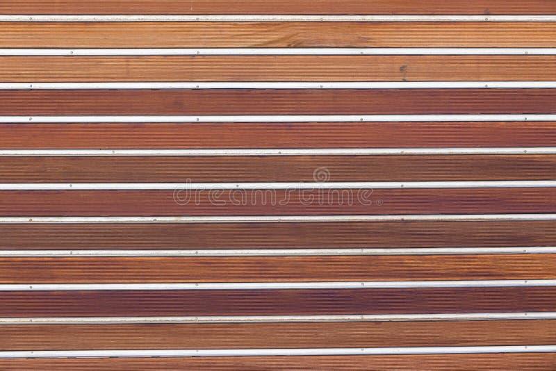 Fundo de madeira do metal da porta imagens de stock royalty free