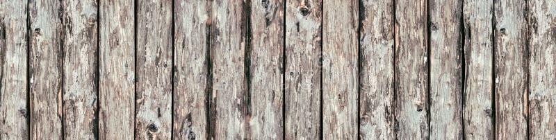 Fundo de madeira rústico largo dos logs - panorama velho das placas de madeira foto de stock
