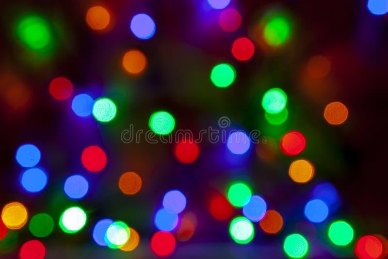 Fundo de Natal abstrato e desfocado das lâmpadas de várias cores fotografia de stock