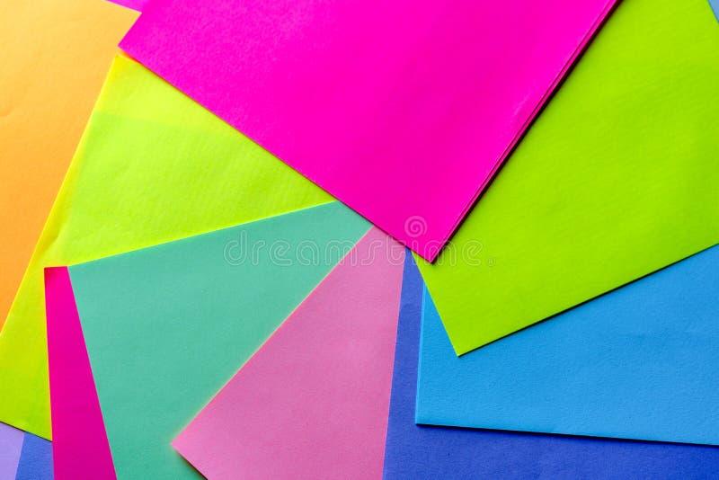 Fundo de papel de n?on colorido Teste padr?o geom?trico calidosc?pico de roda de cores brilhantes imagens de stock
