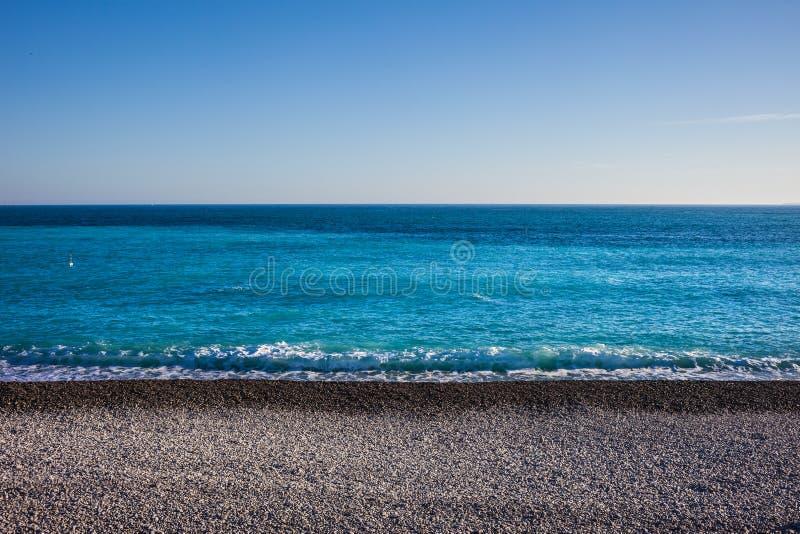 Fundo de Pebble Beach e de mar fotos de stock royalty free