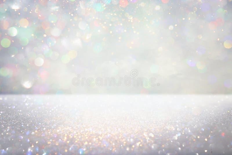 Fundo de prata das luzes do brilho de-focalizado ilustração do vetor