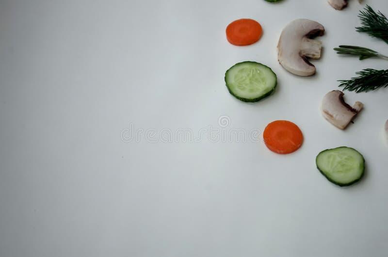 Fundo de produtos naturais: vegetais, cogumelos e erva fotos de stock royalty free