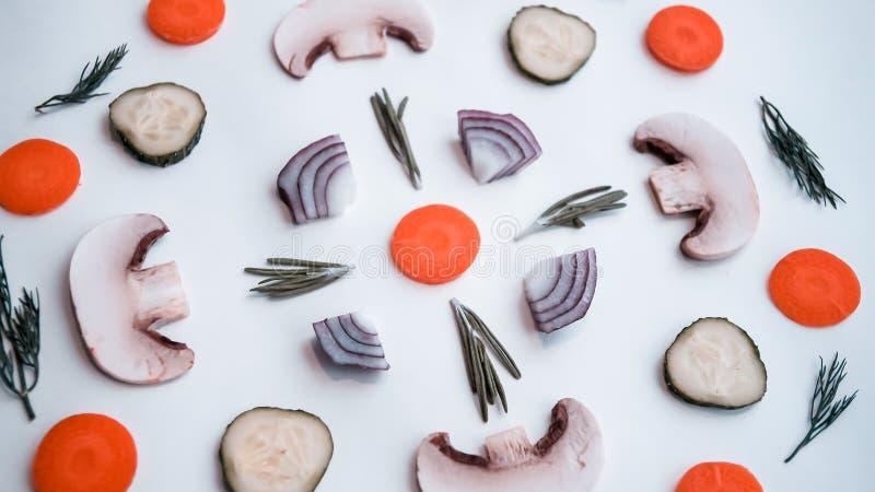 Fundo de produtos naturais: vegetais, cogumelos e erva imagem de stock royalty free
