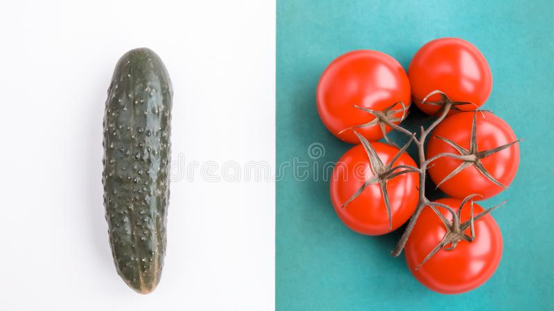 Fundo de produtos naturais: vegetais, cogumelos e erva imagens de stock