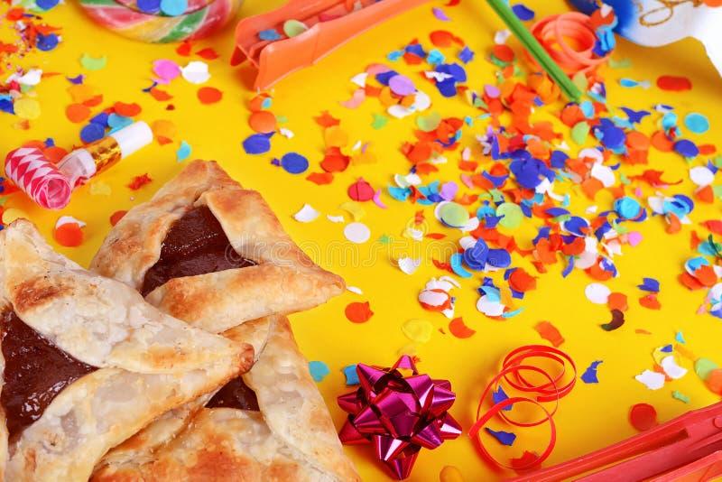 Fundo de Purim com máscara do carnaval, traje do partido e hamantasc fotografia de stock royalty free