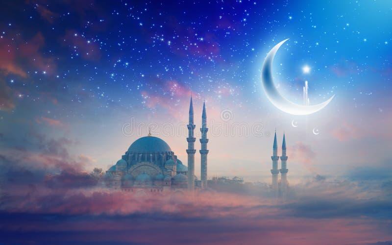 Fundo de Ramadan Kareem, mesquita de Suleymaniye em Istambul, Turke imagem de stock royalty free