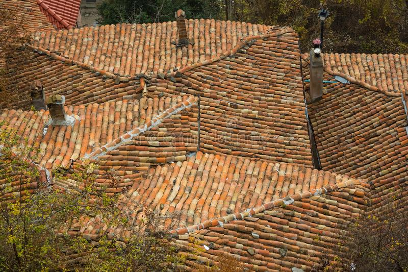 Fundo de telhas de telhado velhas com telhados do telhado fotos de stock