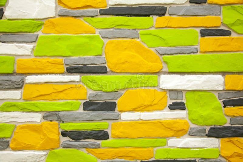 Fundo de tijolo branco e amarelo multicolorido fotos de stock royalty free