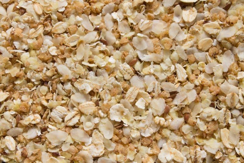 Fundo de uma mistura do arroz, da aveia, dos flocos do trigo mourisco e das sementes de linho imagens de stock