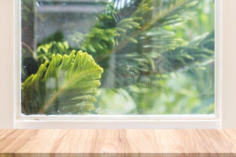 Fundo Defocused da janela com as cortinas brancas no tempo de manhã fotos de stock royalty free