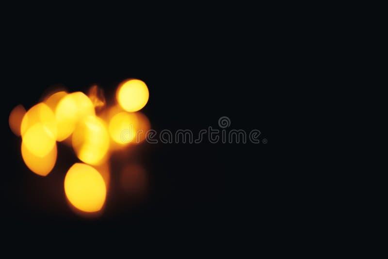 Fundo Defocused do Natal do sumário do ouro Bokeh um pouco no canto foto de stock