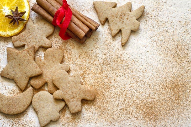 Fundo do alimento das cookies do pão-de-espécie do cozimento do Natal fotografia de stock royalty free