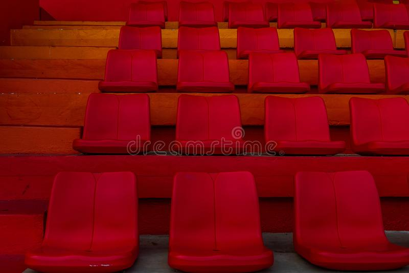 Fundo do anfiteatro vermelho vazio do assento fotografia de stock royalty free